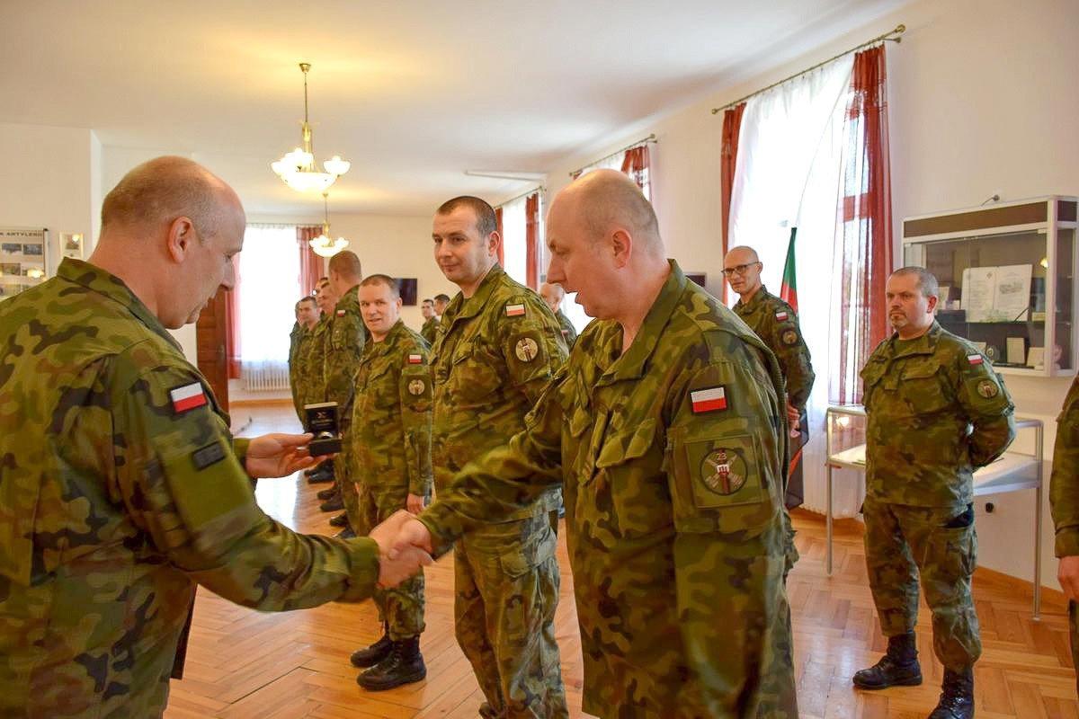 Pierwsze pamiątkowe pierścienie 23 Pułku Artylerii w Bolesławcu rozdane