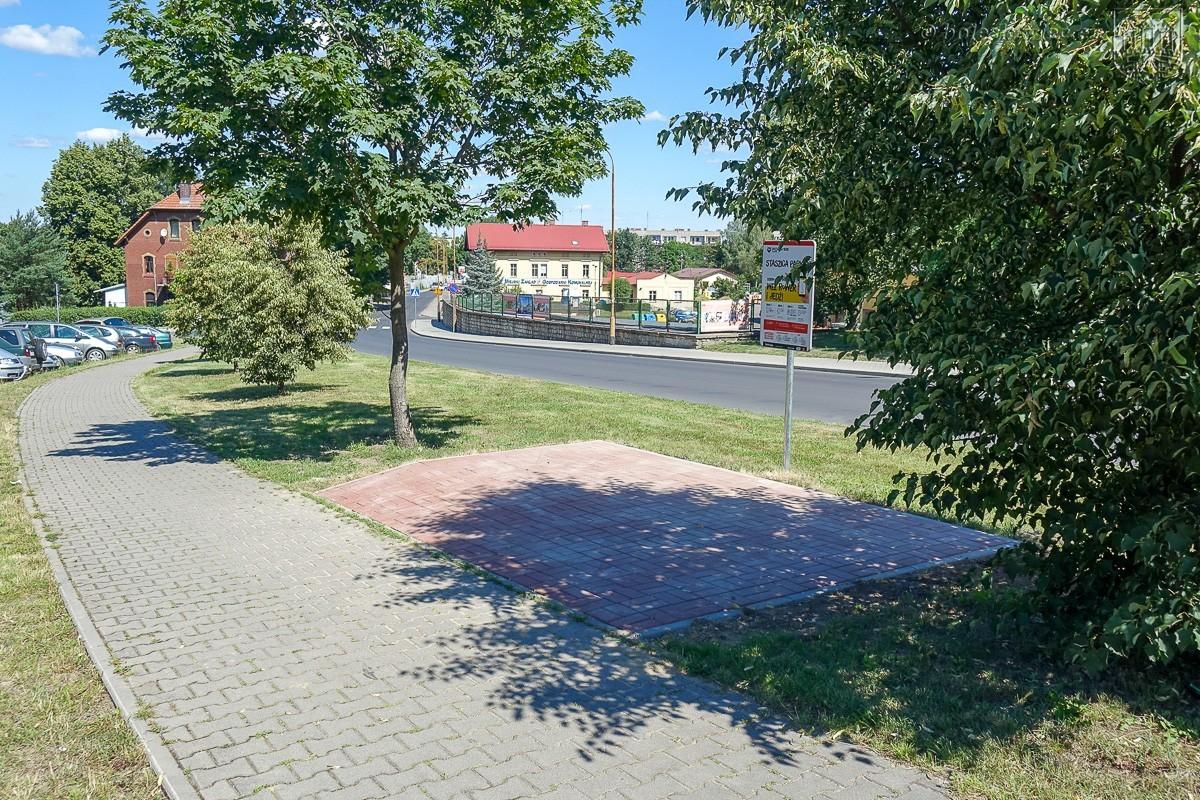 """Kolejna stacja w Systemie Bolesławieckiego Roweru Miejskiego """"BROM"""" – ul. Staszica (nieopodal tunelu)"""