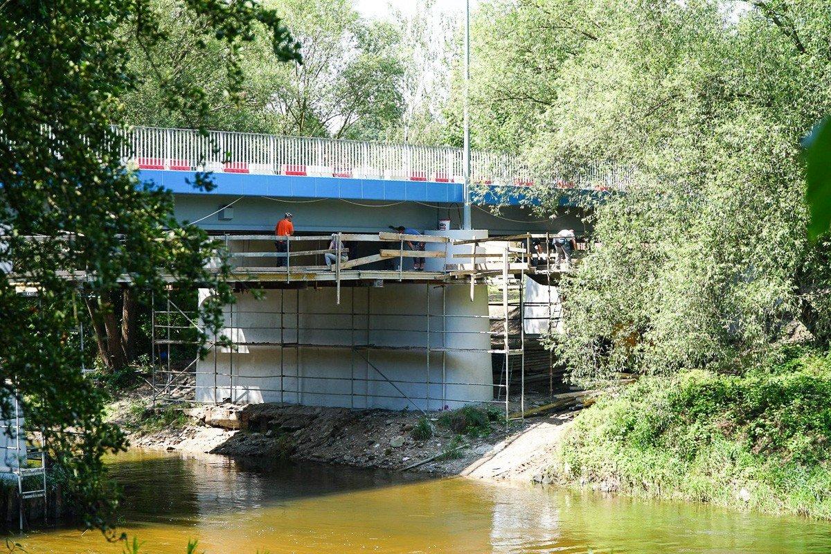 Prace remontowe przy moście przy ulicy Mostowej w Bolesławcu