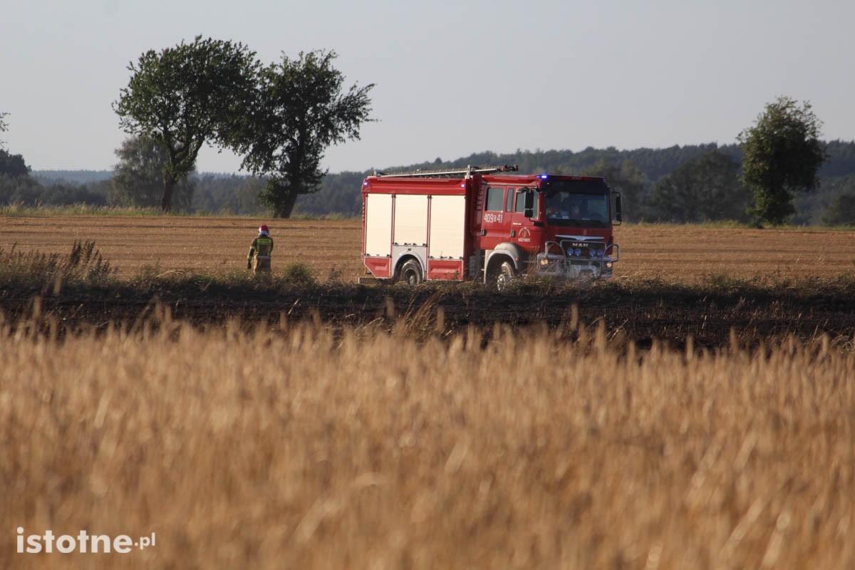 Pożar na polu koło Chościszowic