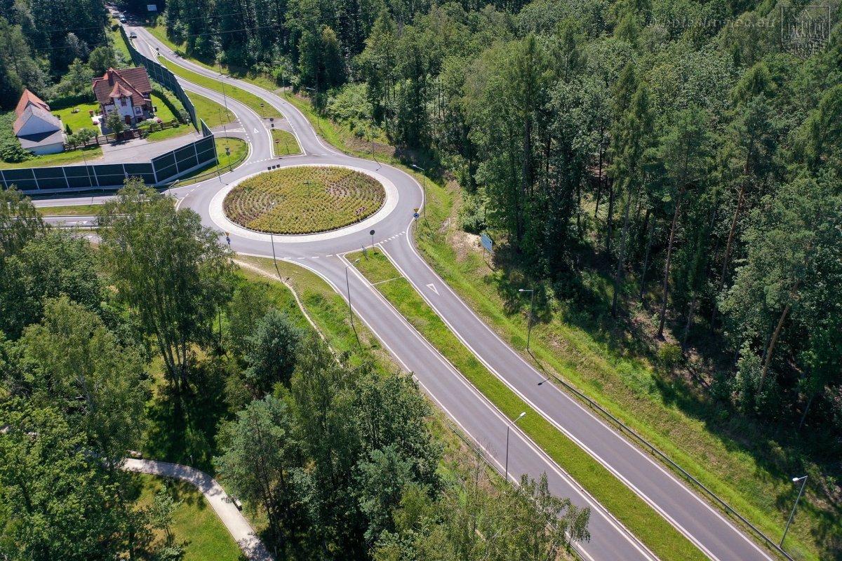 Teren przy Leśnym Potoku, skrzyżowanie ul. Jeleniogórskiej w Bolesławcu z DW 297