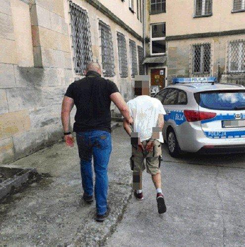33-letni mieszkaniec Bolesławca uprawiał konopie na balkonie