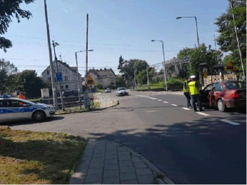 Akcja policjantów z Bolesławca i sokistów na przejeździe kolejowym