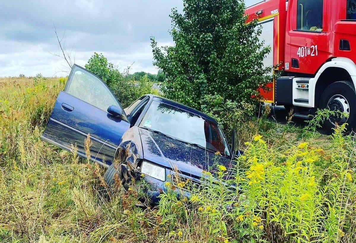 Audi wpadło do rowu koło Nowogrodźca