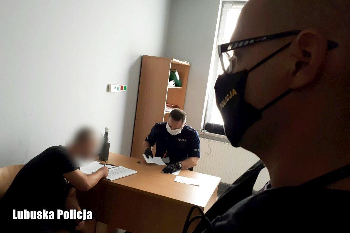 Policjanci i podejrzani
