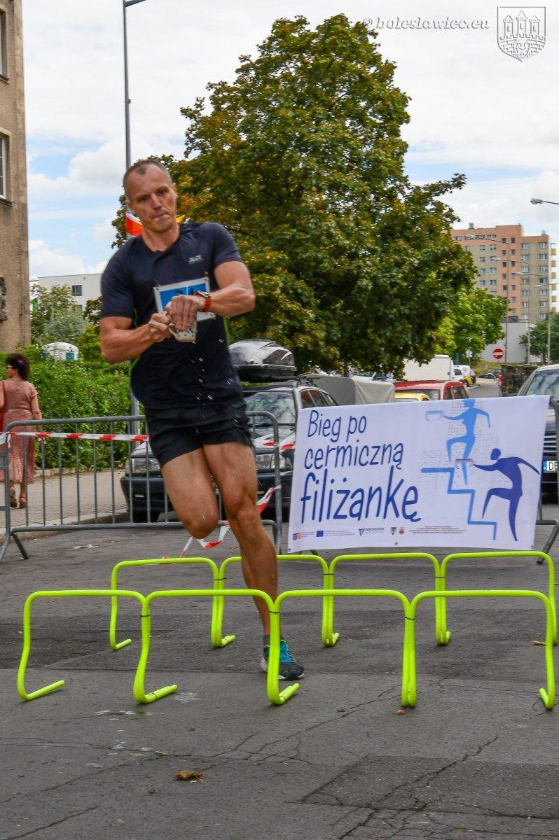 """""""Bieg po ceramiczną filiżankę – bieg po schodach"""" w Bolesławcu"""