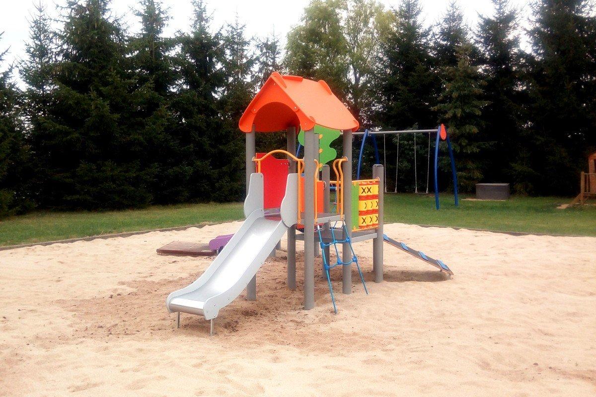 Plac zabaw przy Przedszkolu w Tomaszowie Bolesławieckim