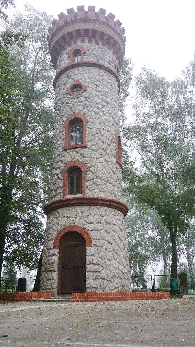 Wieża widokowa w Nowogrodźcu (powiat bolesławiecki) po renowacji