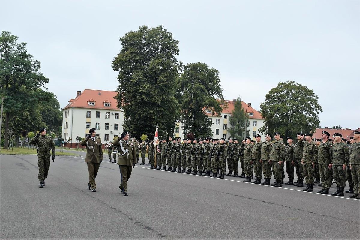 Uroczystość objęcia obowiązków dowódcy 23 Śląskiego Pułku Artylerii w Bolesławcu przez płka Marka Wasielewskiego