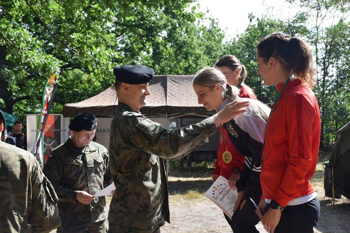 Żołnierze na zawodach przełajowych