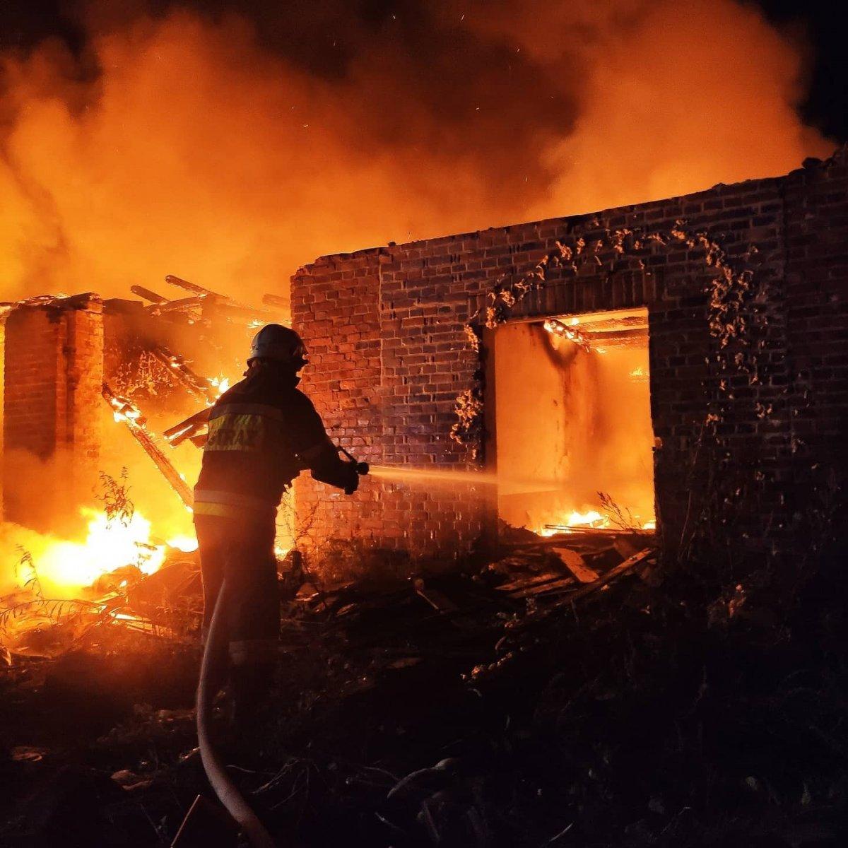 Akcja straży pożarnej w b. klinkierni w Nowogrodźcu (gmina Nowogrodziec, powiat bolesławiecki)