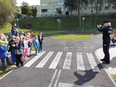 Zajęcia dla przedszkolaków w miasteczku ruchu drogowego w Bolesławcu