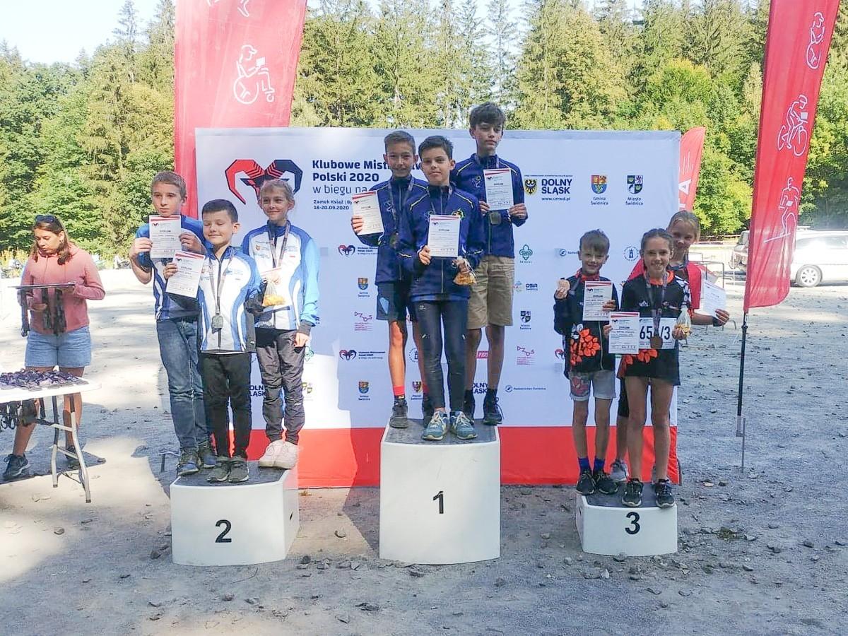 Biegacze z Iwin z medalami Klubowych Mistrzostw Polski
