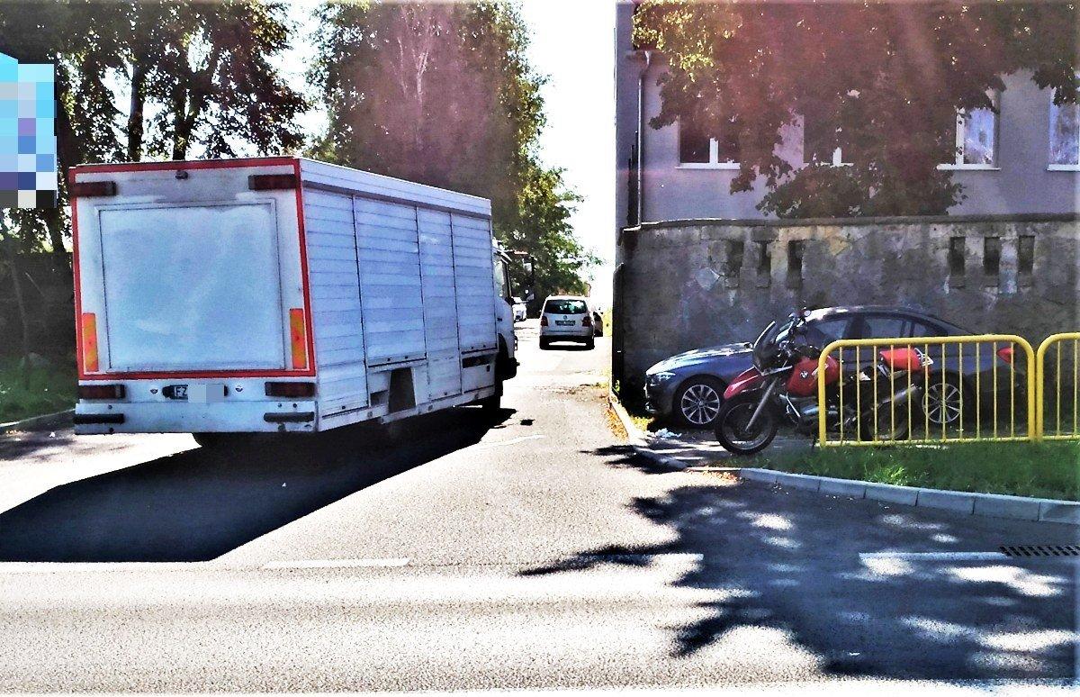 Wypadek na Tysiąclecia. Motocyklista ranny