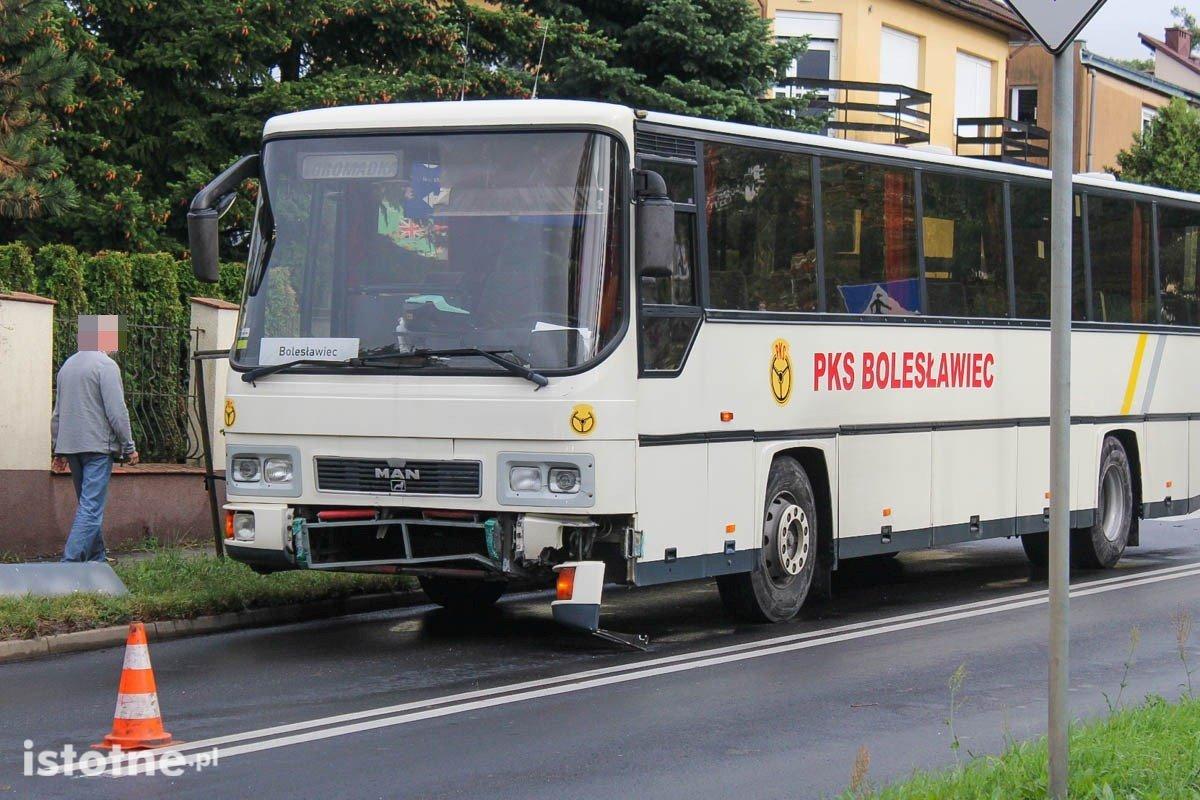 Zderzenie autobusu PKS z samochodem osobowym