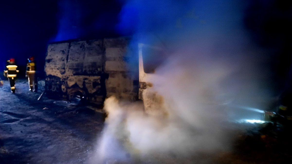 Pożar busa w pobliżu miejscowości Lipiany (gmina Bolesławiec, powiat bolesławiecki)