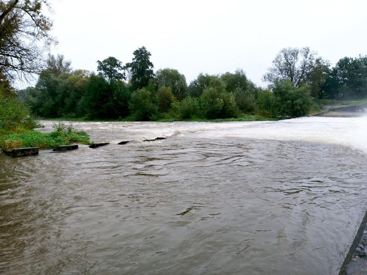 Rzeka Bóbr w okolicach wiaduktu w Bolesławcu