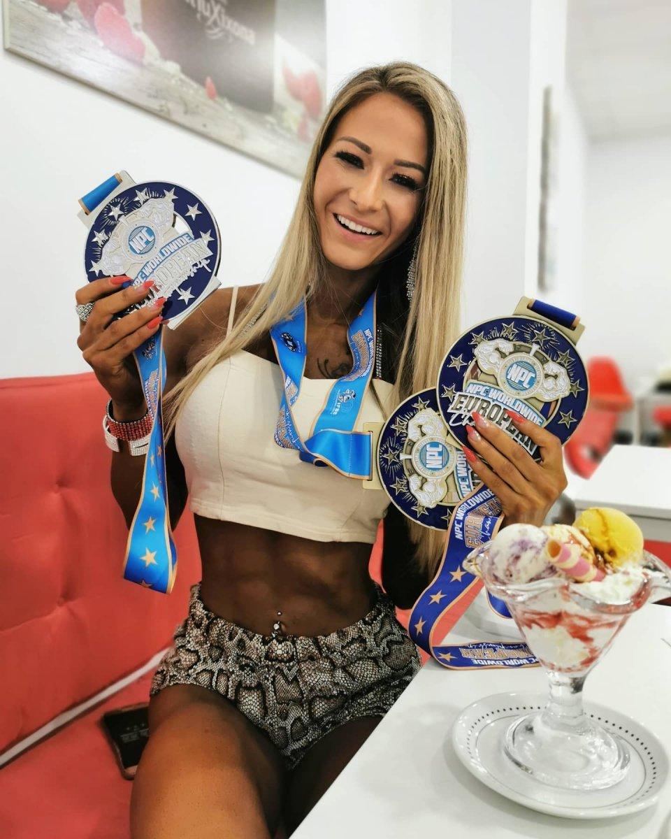 Katarzyna Janowiec z medalami