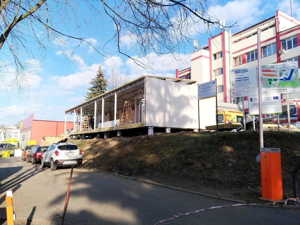 Nowy budynek przy szpitalu powiatowym w Bolesławcu