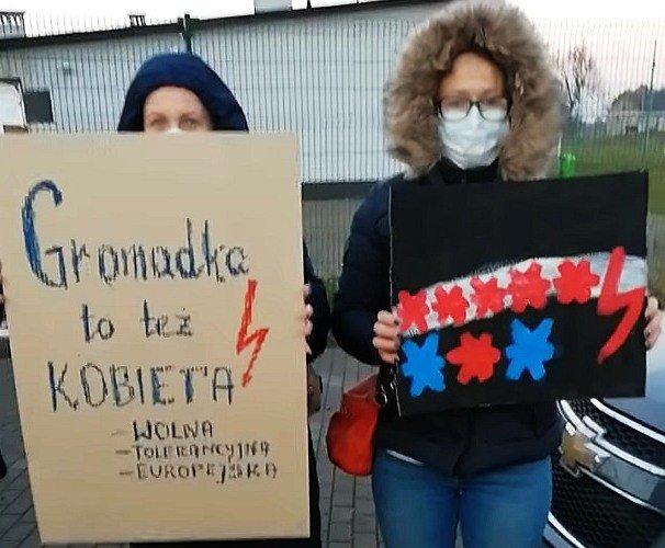 Gromadka protestuje