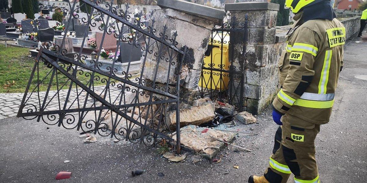 Zderzył się z ogrodzeniem i bramą cmentarza w Warcie Bolesławieckiej