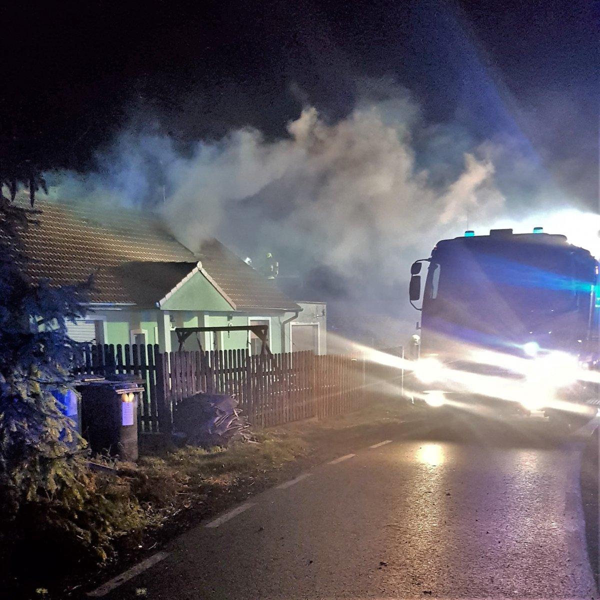 Pożar domu w Tomaszowie Bolesławieckim