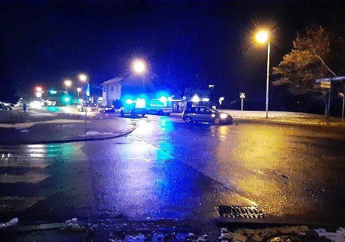 Zderzenie dwóch aut koło stacji paliw Shell