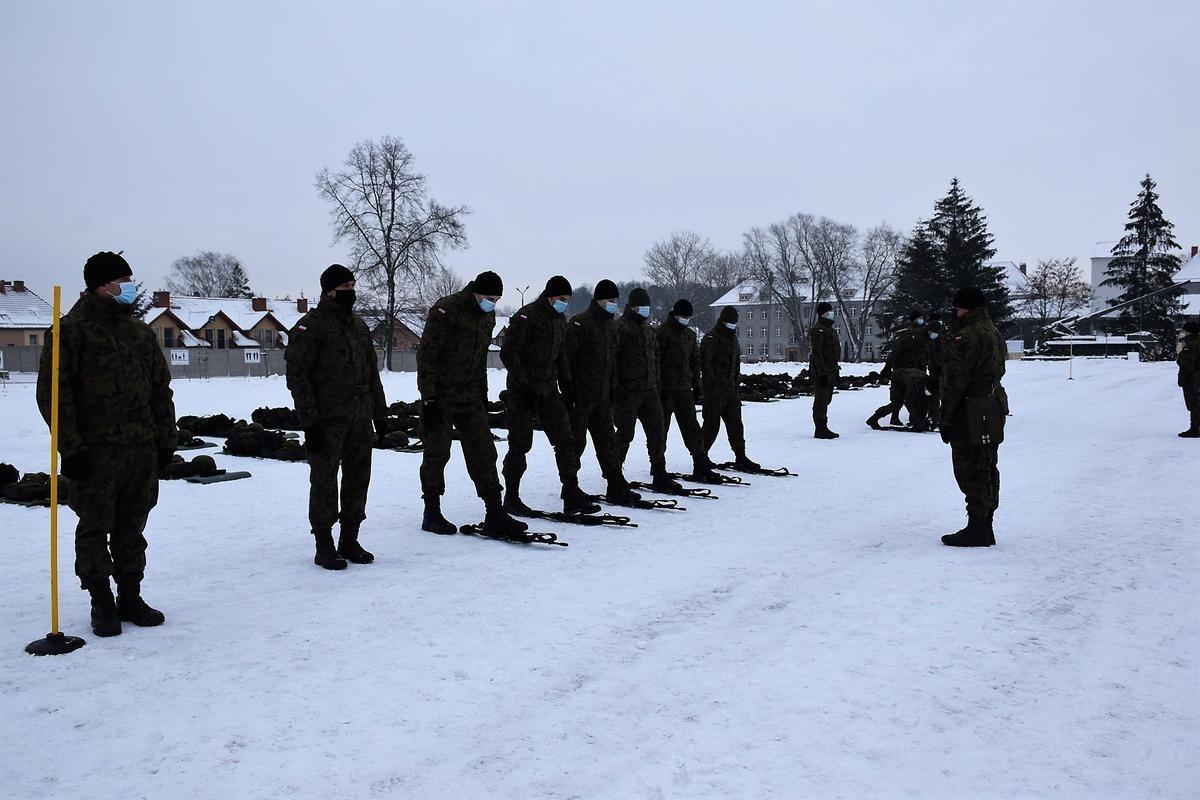 Musztra w 23 Śląskim Pułku Artylerii w Bolesławcu