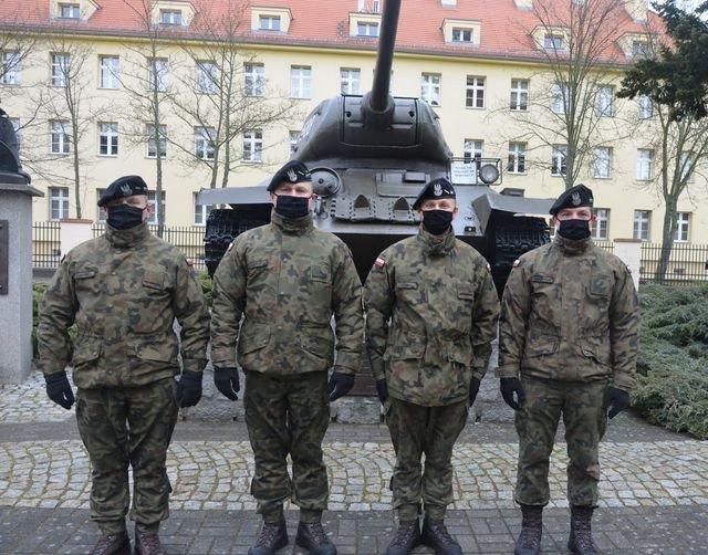 Żołnierze 34 Brygady Kawalerii Pancernej w Żaganiu