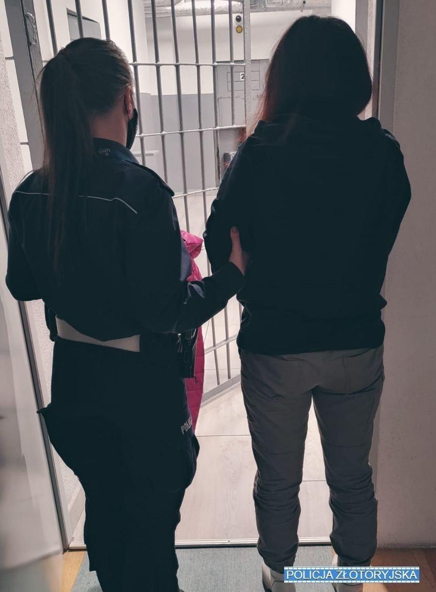 Policjantka i zatrzymana kobieta