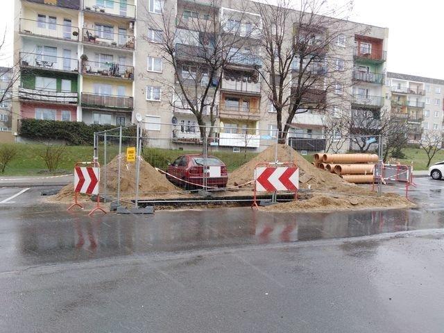 Okopane Renault przy Starzyńskiego