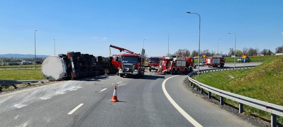 Strażacy z SGRT Bolesławiec w akcji ratowniczej na A4 w powiecie legnickim