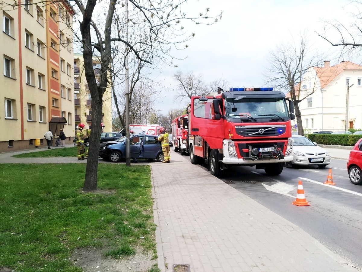 Zderzenie dwóch aut przy Chrobrego