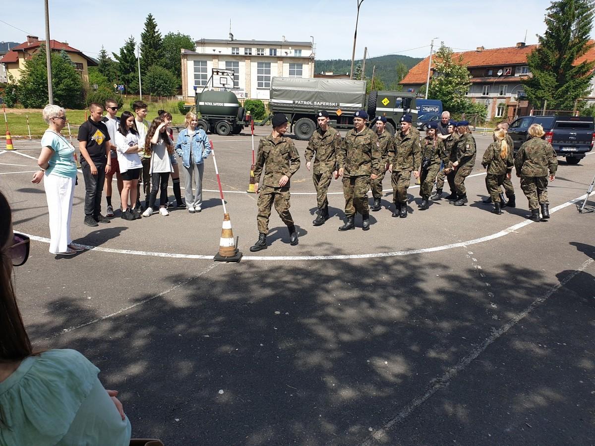 Bolesławieccy saperzy w piechowickiej szkole