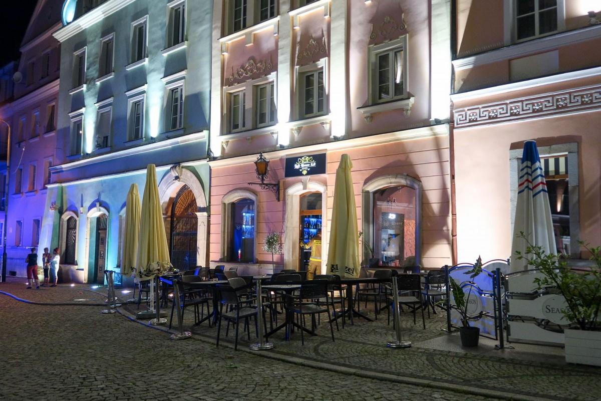 Zalane piwnice restauracji w Rynku w Bolesławcu