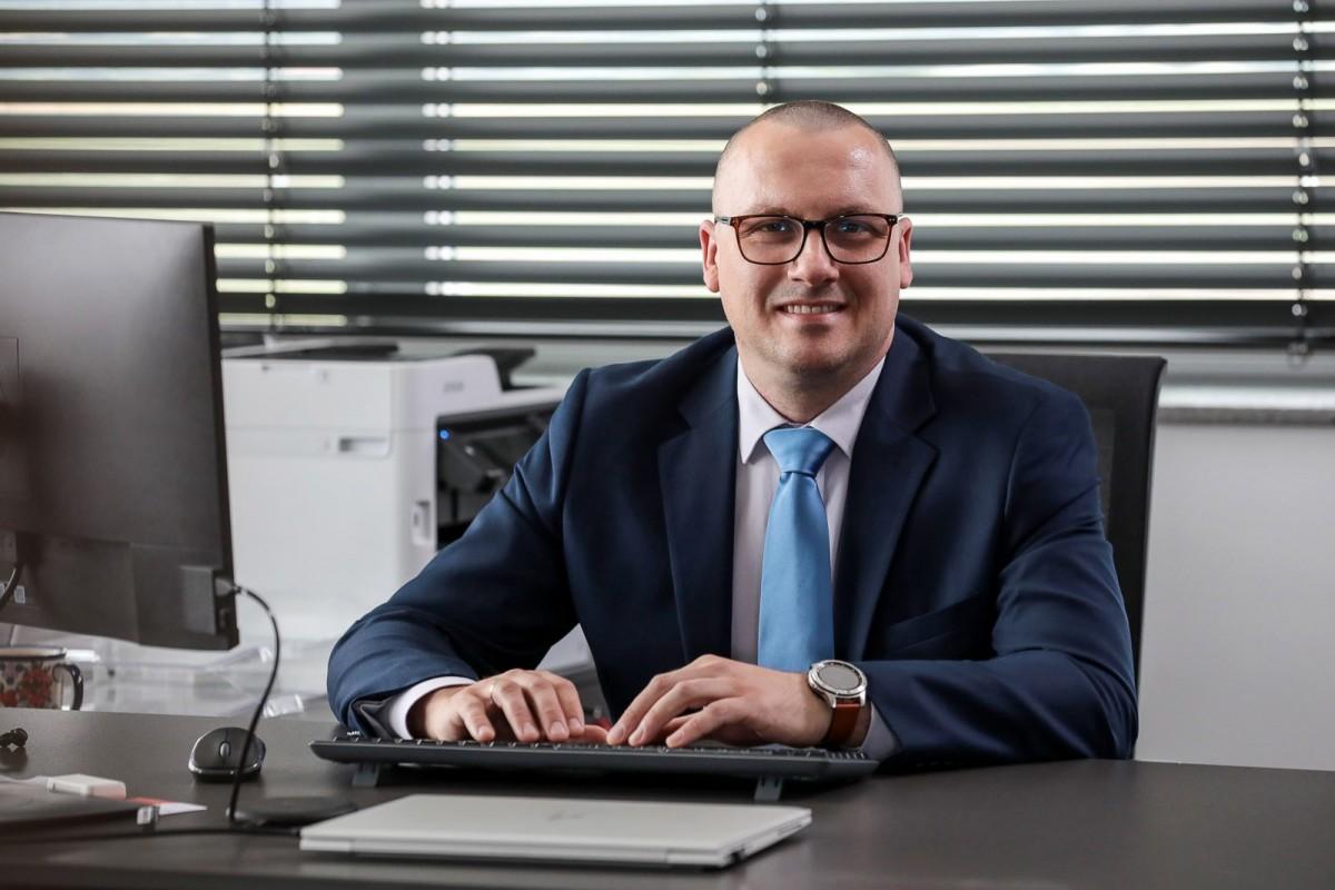Piotr Bonarski, dyrektor fabryki wełny mineralnej w Wykrotach