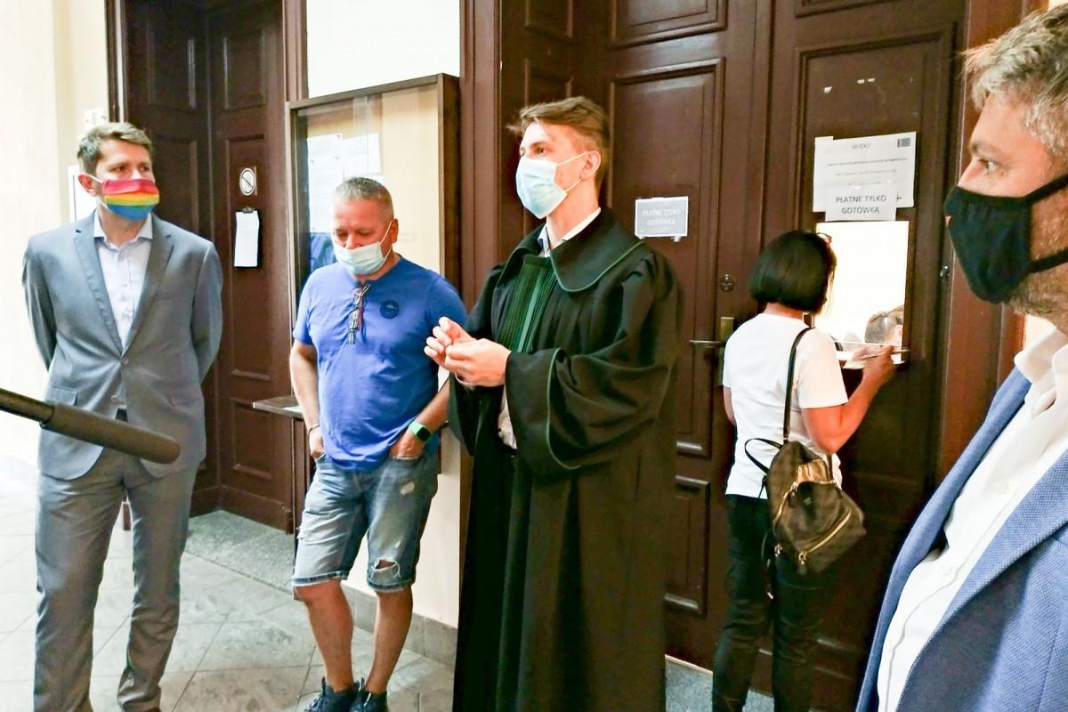Przed rozprawą w sprawie zakłócania wiecu Andrzeja Dudy